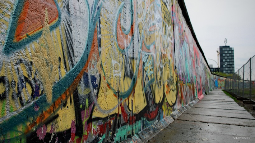 Hundreds of people lost their lives trying to get over, under or around the Berlin Wall