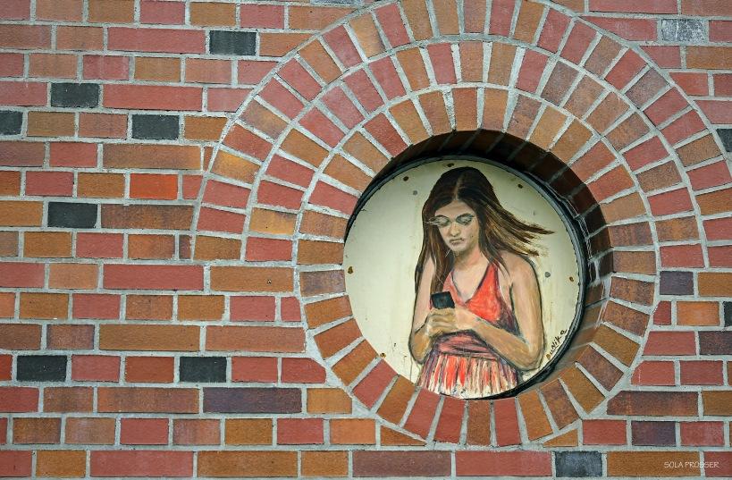 Grafitti image on wall - Berlin