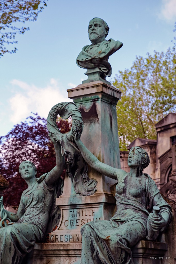 Famous people are buried here at the Père Lachaise Cemetery.