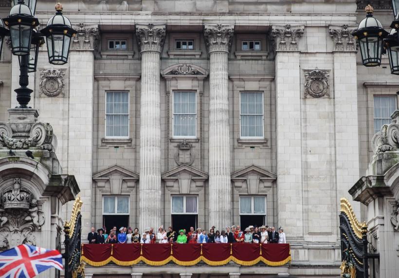 The Royal Family on the balcony at Buckingham Palace .